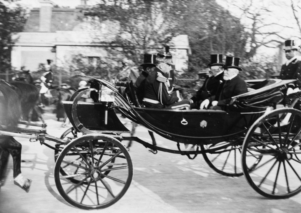 King's_carriage_leaving_Longchamps_with_Loubet_and_King_Edward